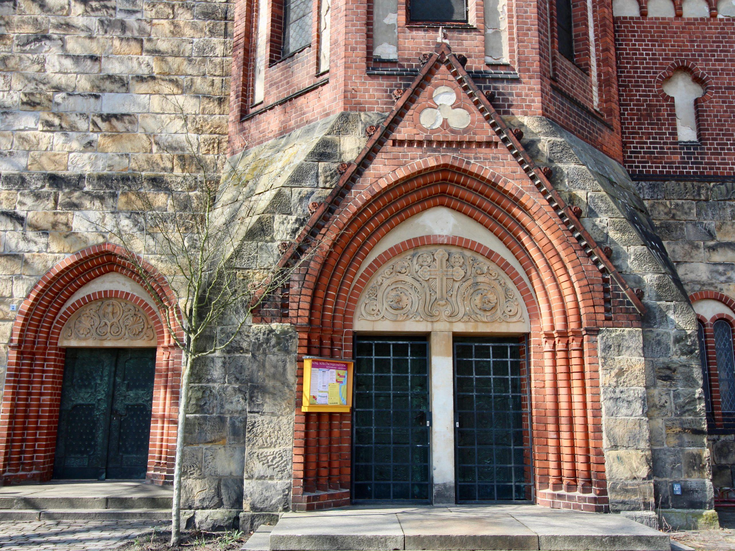 Grünauer Kirche Eingang - 1
