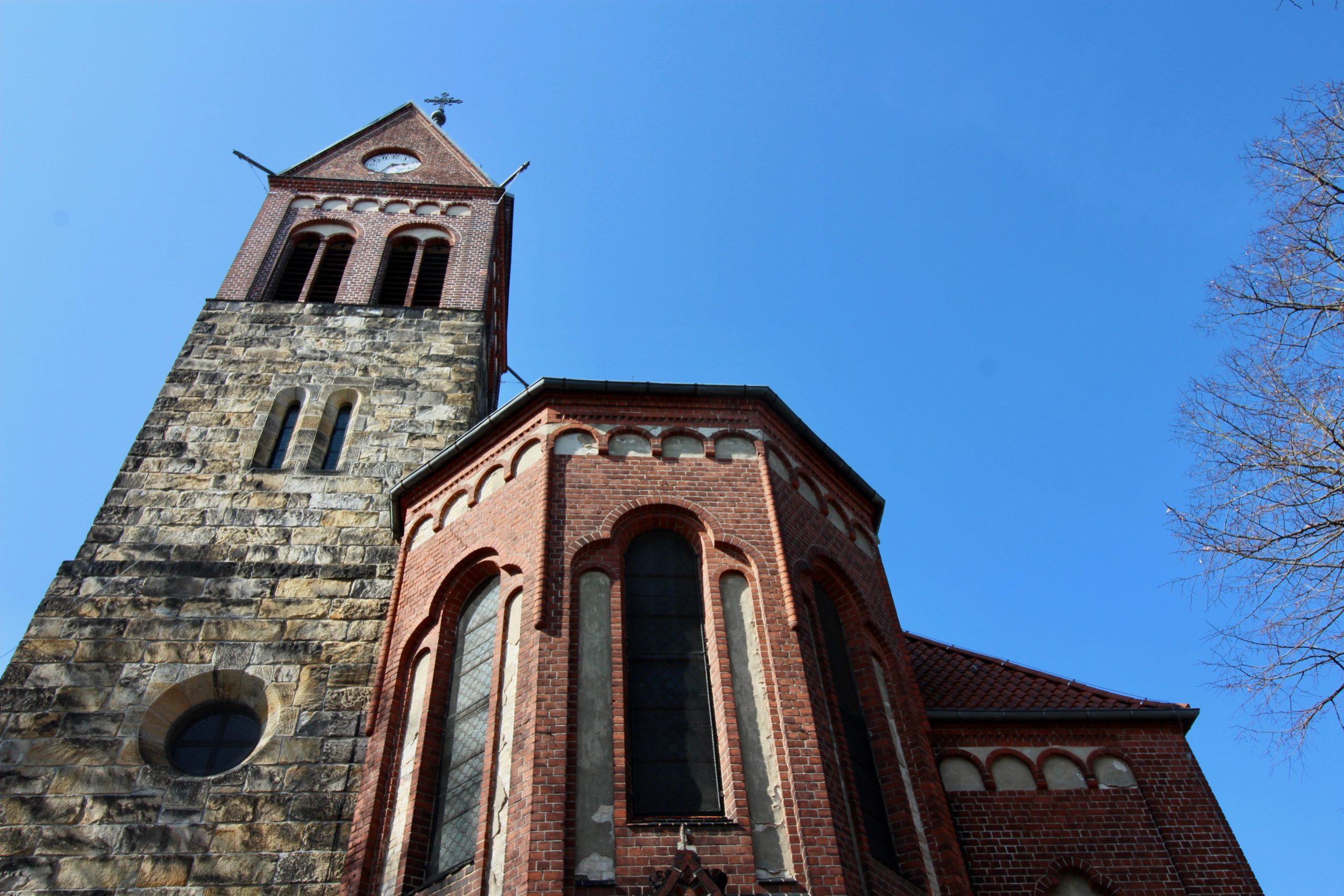 Grünauer Kirche Eingang 2 - 1